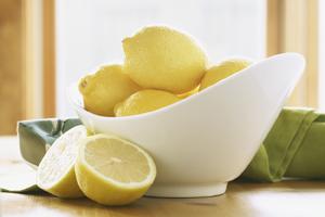 Bowl of lemons.